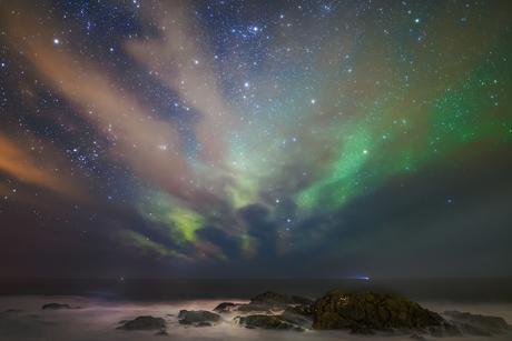 Noorderlicht met wolkenstraten