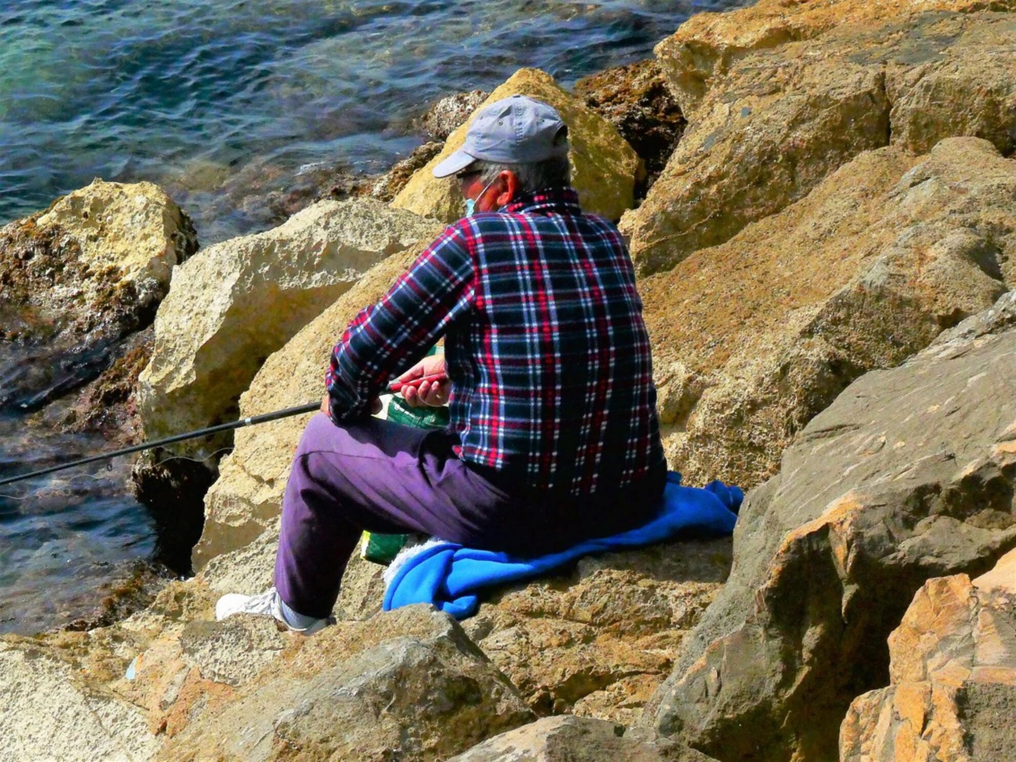 De visser - iedereen weer bedankt voor de leuke reaktie's en complimenten, favo's en tips, van de vorige opname's - foto door awduijts op 01-04-2021