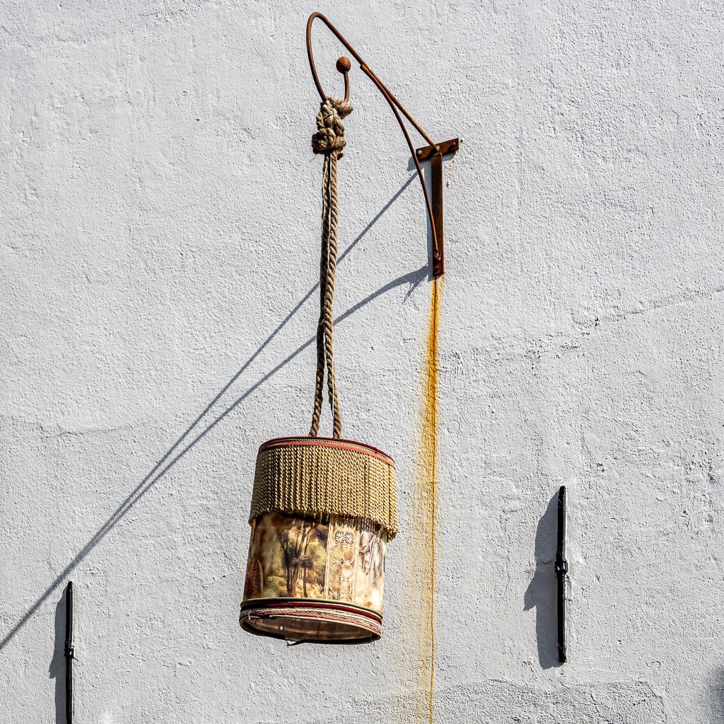 Moderne verlichting - xxx - foto door Jaap93 op 10-04-2021 - locatie: Elburg, Nederland - deze foto bevat: muziekinstrument, hout, dierenbenodigdheden, vogelaanvoer, schaal, kunst, tinten en schakeringen, kooi, lettertype, plafondarmatuur