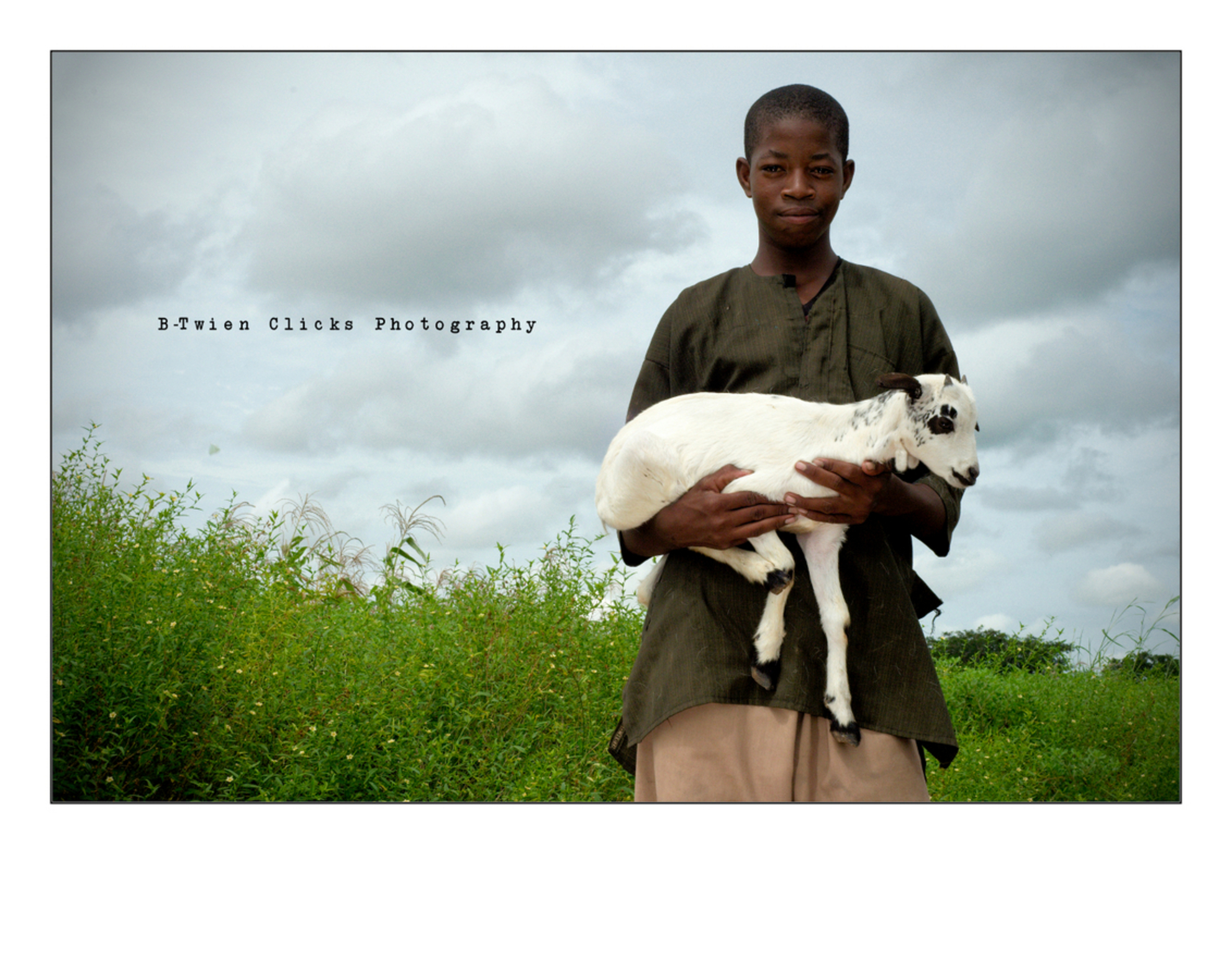 Shepherd Boy - Had the privilege to accompany this young shepherd boy during his work day.  It was fun to learn what a shepherd boy does all day, we even played c - foto door ancoewien op 18-05-2012 - deze foto bevat: nature, cows, mali, shepherd