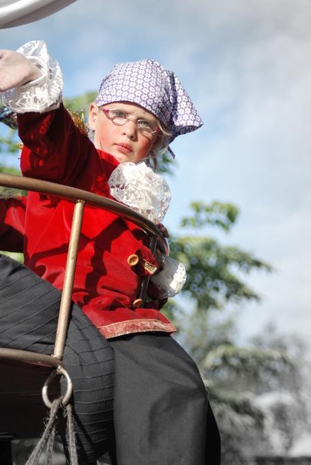 esmeralda als piet piraat - optocht dorpsfeest aldtsjerk - foto door lique172410 op 19-04-2010 - deze foto bevat: esmeralda, optocht aldtsjerk