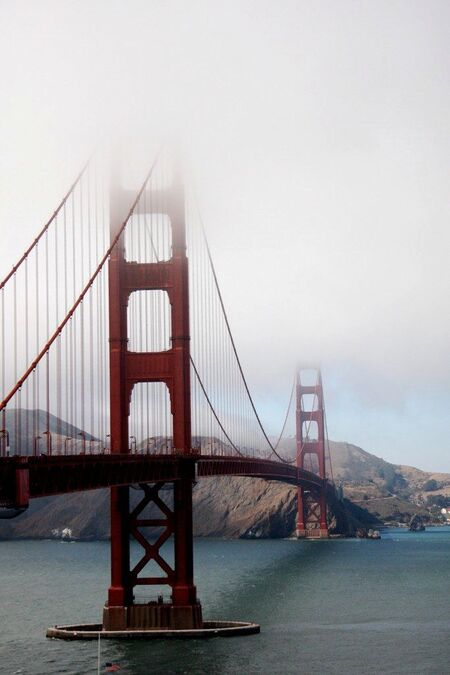 Golden Gate Bridge - Die brug is 'altijd' in mist gehuld - foto door jeroengoosen op 13-10-2009 - deze foto bevat: bridge, mist, golden, brug, san, francisco, gate