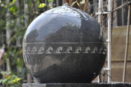 Waterbol in tuin