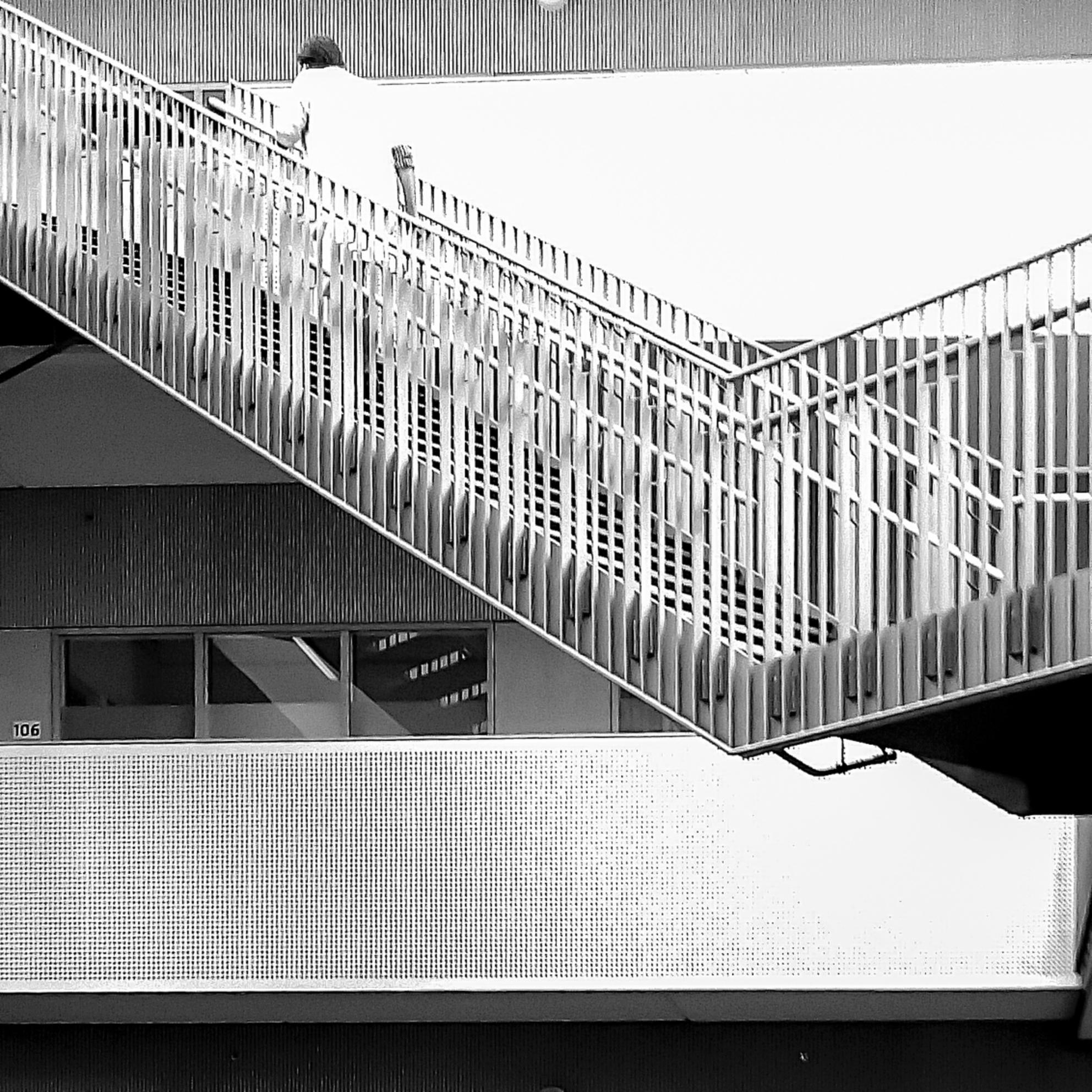 Stairs-106 - Conceptueel - foto door oostindienjp op 14-03-2016 - deze foto bevat: trap, zw, bw, straatfotografie, stairs, conceptueel - Deze foto mag gebruikt worden in een Zoom.nl publicatie