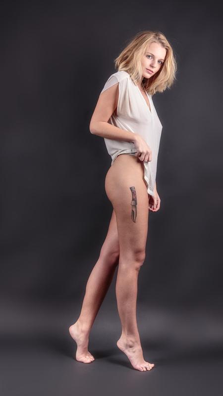 Do you like my new tattoo? - Bedankt wederom voor alle reacties op mijn vorige foto's! - foto door jhslotboom op 13-01-2016 - deze foto bevat: vrouw, shadow, portret, schaduw, model, tattoo, art, erotiek, meisje, classic, beauty, pose, girl, lingerie, glamour, studio, blond, klassiek, woman, artistiek, erotic, blouse, artistic, satine, fine art, knife, camisole