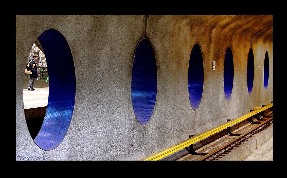 Forbidden Pictures 8 - Na de recente aanslagen krijg ik begrip voor het fotografeerverbod in de metro van Rotterdam. - foto door PhotoMad op 01-04-2010 - deze foto bevat: station, rotterdam, metro, ret