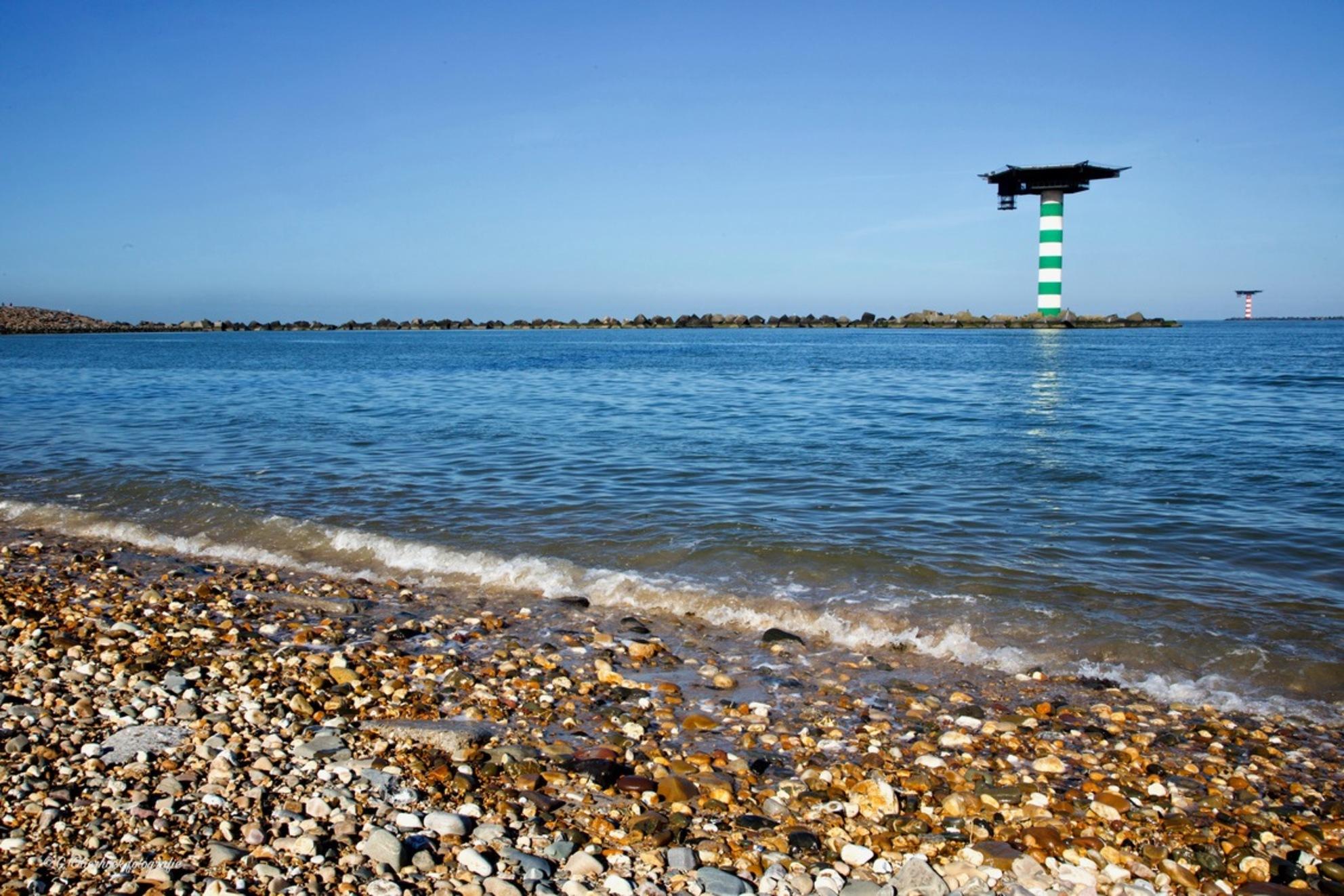 Maasvlakte 3 - Kijk hem ff in het groot.  Mijn motto: Morgen maak ik mijn mooiste foto!  En bedankt voor de reacties bij de vorige uploads. - foto door de-lasser2019 op 02-03-2021 - deze foto bevat: lucht, wolken, zon, strand, zee, dijk, natuur, landschap, duinen, zand, kust, kiezels, helikoperplateau - Deze foto mag gebruikt worden in een Zoom.nl publicatie