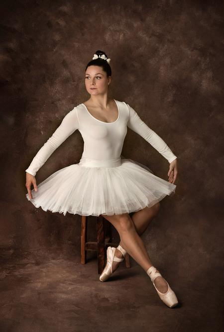 Ballerina - - - foto door elaine_hovenier op 28-02-2021 - deze foto bevat: model, flits, dans, ballet, studio, fotoshoot, ballerina, flitser, spitzen, octabox, fine art