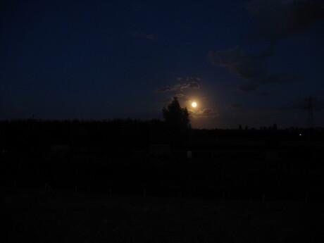 Een helder maantje
