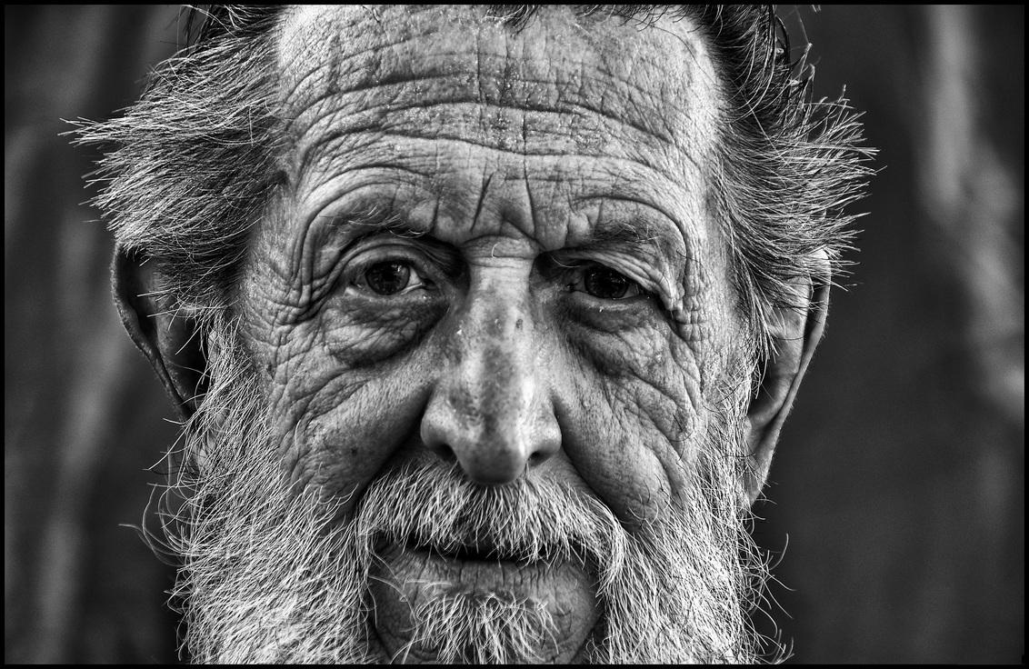 Boer Leon - - - foto door etiennec op 30-11-2015 - deze foto bevat: man, straat, portret, zwartwit, straatfotografie