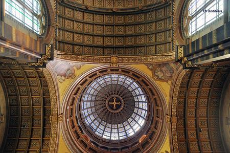 gewelf kerk 1208114922mw.jpg - St Nicolaas neogotische kerk in Amsterdam  Hier de viering met koepel - foto door boddeus E-L op 13-04-2013 - deze foto bevat: kerk, gotiek, gewelf, kopel