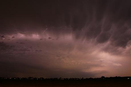 Heftig nazomers onweer in de polder