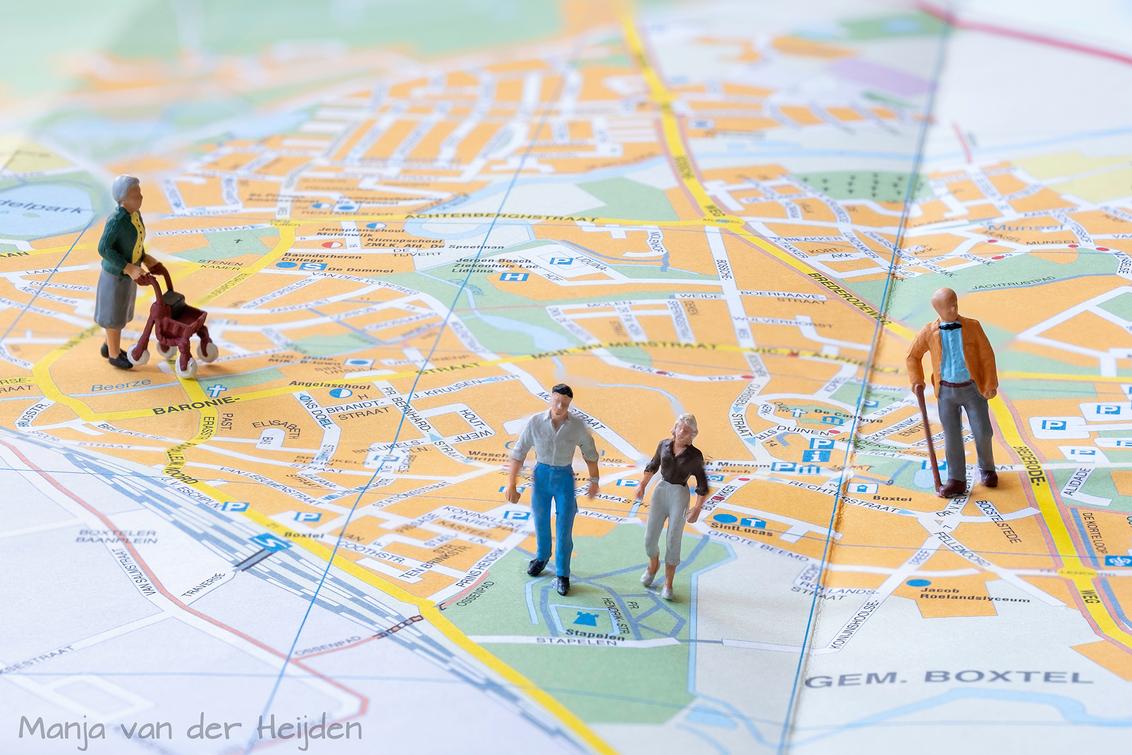 Wandelingetje. - Een wandelingetje door Boxtel.... - foto door manja_zoom op 20-04-2020 - deze foto bevat: miniatuur, dorp, wandelen, wandeling, creatief, boxtel, landkaart, minimensjes, tiny people, platte grond