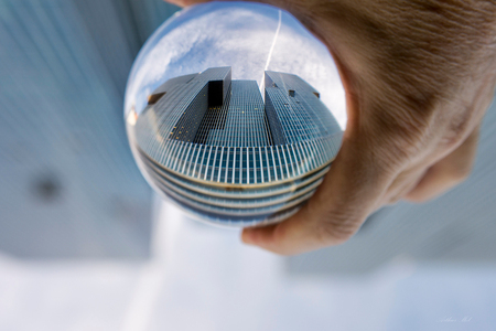 De Rotterdam gezien door een Crystal ball - Zoals de tekst luidt.. - foto door AJMol op 03-02-2015 - deze foto bevat: rotterdam, architectuur, gebouw, kristallen bal, crystal ball