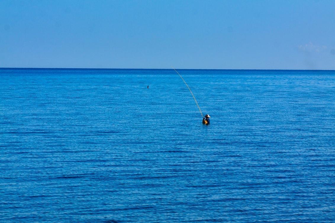 Vissen - Vissen in zee. - foto door 757327 op 27-07-2019 - deze foto bevat: zee, landschap, visser, azie, reisfotografie