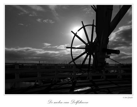 Uitzicht - De molen was in werking. En was voor bezichtiging opengesteld. Is al weer een tijdje geleden. Bedankt voor de reacties op mijn vorige foto. Gr. Adri - foto door fotoA3 op 11-02-2010 - deze foto bevat: rotterdam
