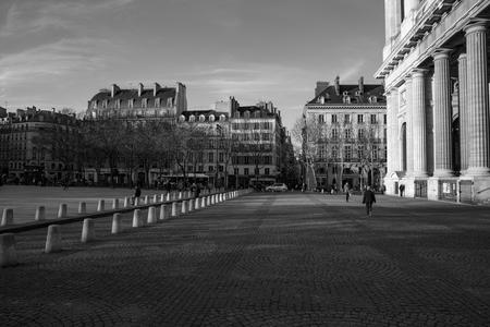 Place Saint-Suplice Paris - Place Saint-Suplice Paris - foto door jteppema op 28-10-2020 - deze foto bevat: lucht, licht, lijnen, parijs, kerk, zwartwit, plein