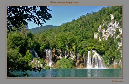 Plivice watervallen Kroatie - Deze watervallen liggen in het nationaal park -beschermd als werelderfgoed - Plivice. Je kunt hier een wandeling van 2 tot 6 uur maken dwars door het - foto door j.wagemans op 06-07-2008 - deze foto bevat: watervallen, kroatie, plivice