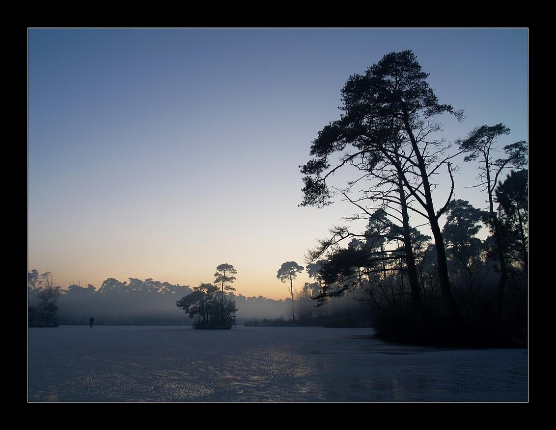 Van Esschenven in winter - Bij gebrek aan recent materiaal even een winters plaatje van vorig jaar. Hier één van de vele vennen bij Oisterwijk. Vorig jaar heerlijk kunnen schaa - foto door juriheise op 20-12-2009 - deze foto bevat: winter, ijs, schaatsen, oisterwijk, Van Esschenven