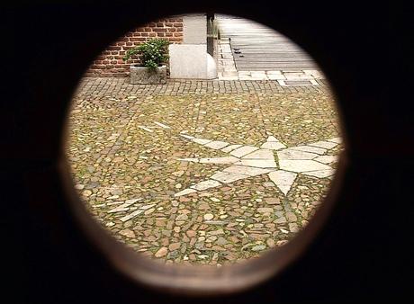 Kasteel Hoensbroek -4: schandpaal-uitzicht