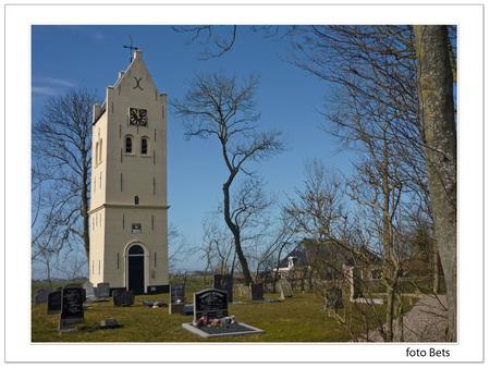 1 toren AEGUM - we gingen verder naar Wirdum  en kwamen langs deze toren  ik ben de naam van dit kleine plekje vergeten . misschien dat iemand het weet    fijne zond - foto door cgfwg op 21-03-2015 - deze foto bevat: oud, lucht, kerk