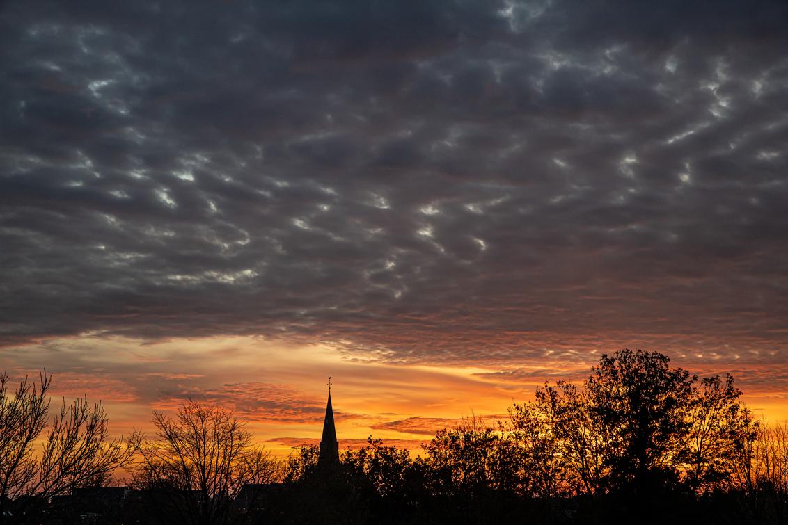 zonsondergang in zevenhuizen II - - - foto door Aaddevogel op 06-03-2021 - deze foto bevat: lucht, wolken, natuur, licht, avond, zonsondergang, landschap, kerk