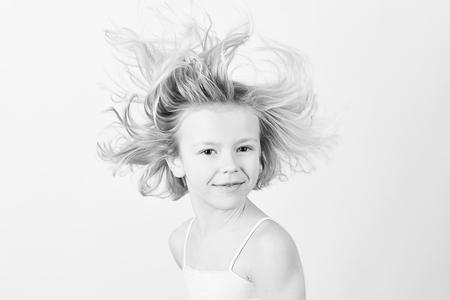 IMG_2133 - Portret reclame - foto door Neler op 18-01-2017 - deze foto bevat: portret, reclame, kind, kinderen, meisje, zwartwit, blond, fotoshoot