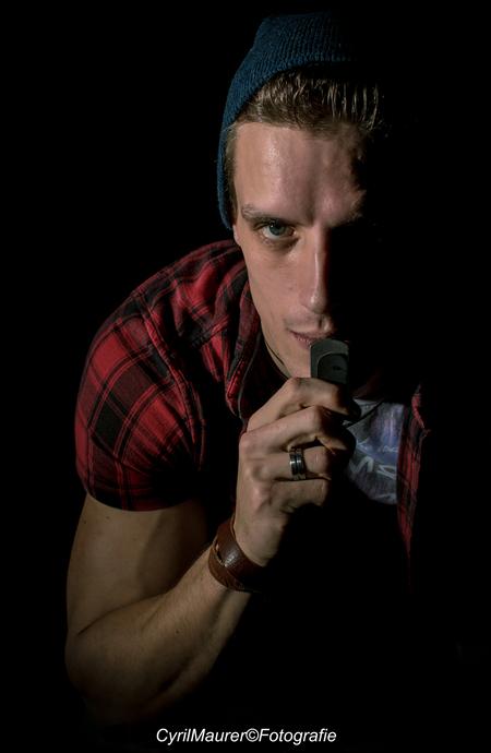 Ronald Cage - Model : Ronald Cage  Fotograaf : Cyril Maurer  In samenwerking met : Jan Slotboom   Was een fantastische shoot. Voor herhaling vatbaar. Ben erg t - foto door sipmaurer op 05-12-2016 - deze foto bevat: man, donker, portret, schaduw, model, ogen, stoer, studio, fotoshoot, uitdagend, 35mm, vermijding, studio flitser