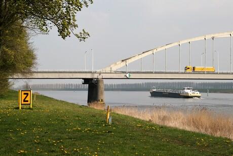 Tholense brug over het Schelde-Rijnkanaal