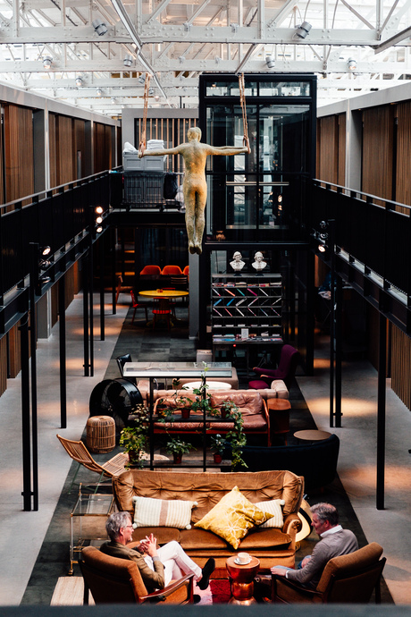De lobby van Hotel de Hallen, Amsterdam