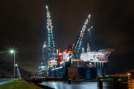Sleipnir - Rozenburg - Sleipnir - Rozenburg - foto door pauldv op 05-03-2021 - deze foto bevat: donker, water, boot, avond, schip, nachtfotografie, hdr