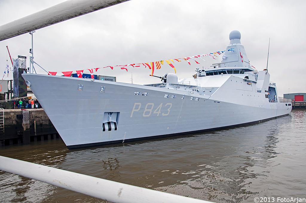 Zr. Ms. Groningen - De Hr. Ms. Groningen (na 30 april 2013 'Zr. Ms. Groningen') ligt hier in de haven van Delfzijl - foto door ArjanB79 op 19-05-2013 - deze foto bevat: groningen, delfzijl, marineschip
