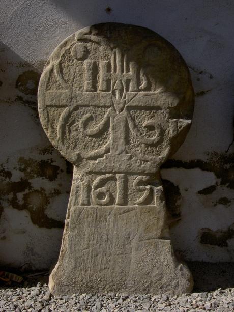 Oude grafsteen 1