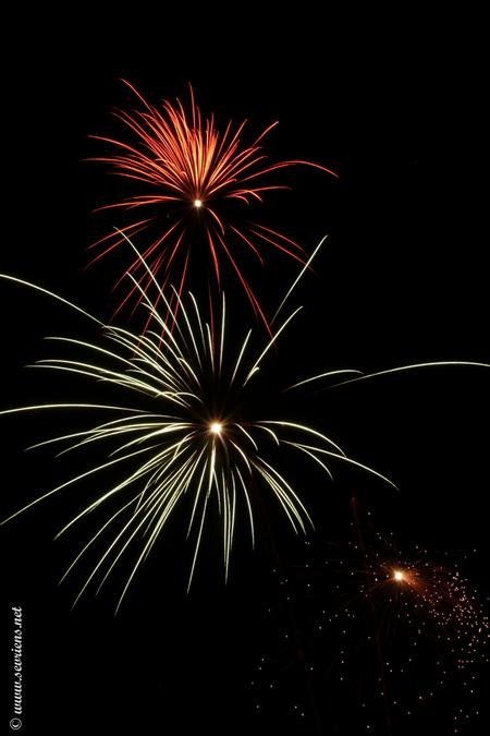Vuurwerk 2014 - Vuurwerk 2014. De kunst van zelf de foto's maken van het zelf afgestoken vuurwerk. - foto door lucsevriens op 15-01-2014 - deze foto bevat: vuurwerk, nacht