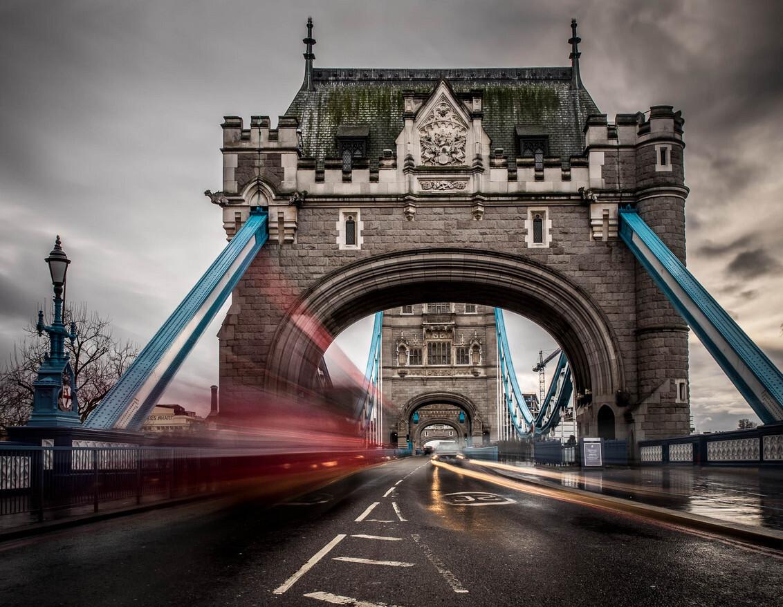 Tower Bridge Clouds - Ook op een regenachtige dag is de Tower Bridge nog fotogeniek... - foto door stivaleaa op 21-01-2014 - deze foto bevat: wolken, tower, bridge, london, regen, verkeer, olympus, om-d