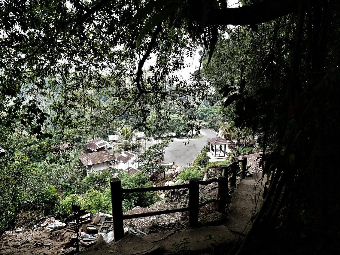 Mijn Reizen - Het waren heel wat treden omhoog  naar de ingang van de grotten  maar we redden het wel en toch wel een mooi uitzicht.    Bedankt voor de reacties - foto door Stumpf op 06-03-2021