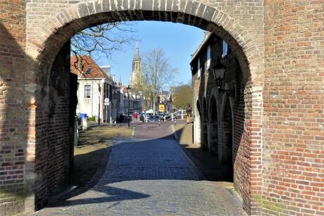 P1140728  Delft Oostpoort  doorkijk naar oosteinde gracht  23 april 2021