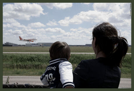 Vliegtuigspotten met mama