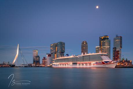 Rotterdam | Cruiseschip 'Iona' van P&O Cruises