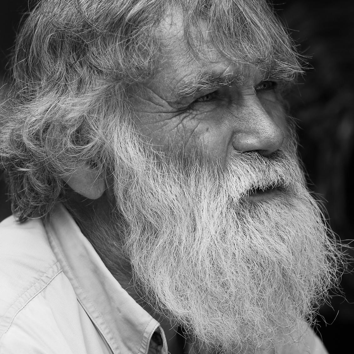 Herman - Na lange tijd weer eens een foto, een zwart/wit portret van een mooie kop. - foto door petervanmeurs op 12-03-2013 - deze foto bevat: portret, herman, zwart wit, baard.