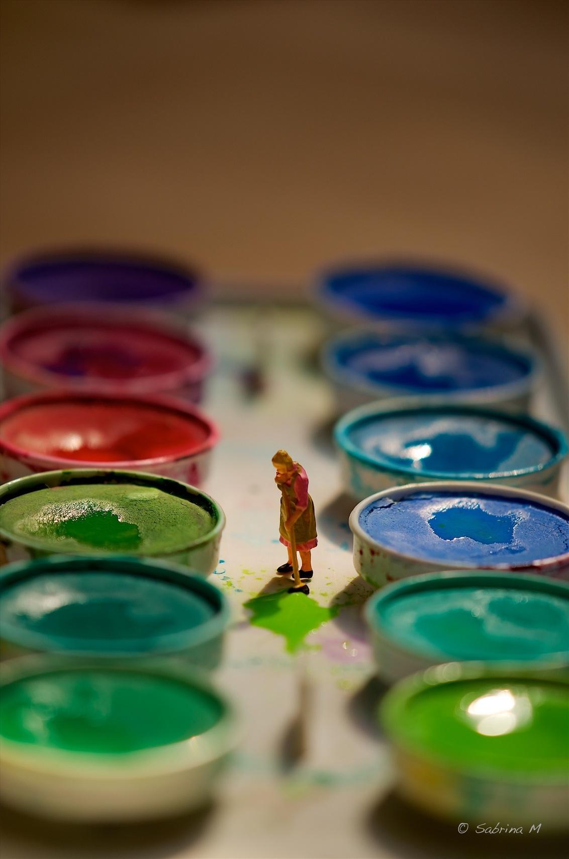 Painted - Het is overal hetzelfde of je nu woont in een grote of kleine wereld. Kinderen maken de rommel en mama moet het opkuisen. - foto door sabbe op 15-01-2016 - deze foto bevat: miniatuur, mini, figuurtje, Teenyweenies, SabrinaM, peiser
