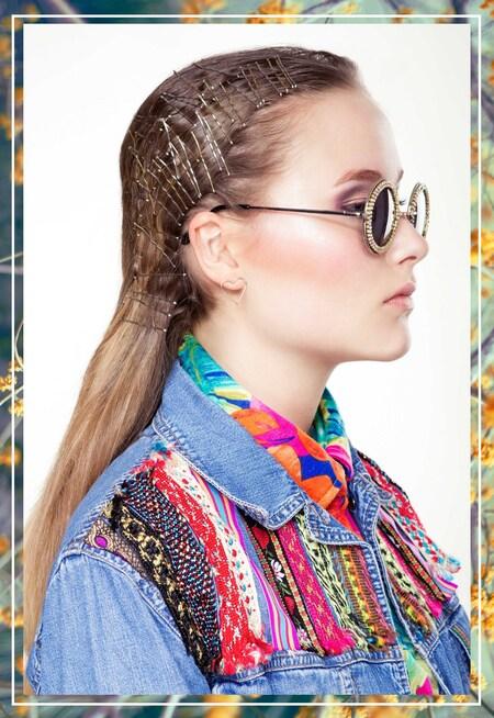 Summer style - Fotografie: Evely Duis MUAH: Annemieke Vreugdenhil Model: Romee Groenewold Styling: Kelsey Sanders  www.evely.nl www.facebook.com/evelyphotogra - foto door evely_duis op 10-06-2015 - deze foto bevat: kleur, licht, portret, reclame, bloemen, model, fashion, vintage, beauty, pose, zonnebril, studio, photoshop, kapsel, belichting, jeans, mode, magazine, fotoshoot, beeldbewerking, kleding, visagie, makeup, commercial, concept, editorial, strobist, Haarspeldjes, fashionfotografie