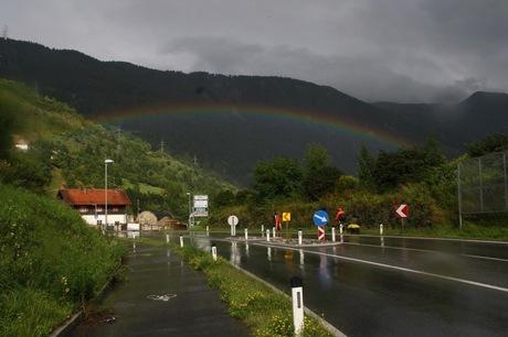 Regenachtig Oostenrijk - ineens een regenboog