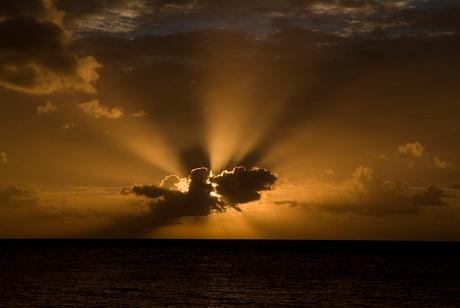 Zonsondergang in Wakatobi, Indonesië