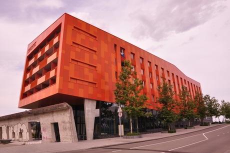 Hete Kolen,staat in Groningen waar vroeger de Helpman-Centrale was.