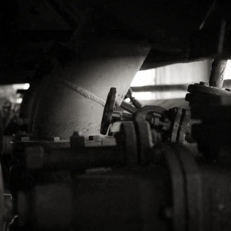 Verlaten - Een matig plaatje, maar in zwartwit met extra veel contrast ineens toch wel mooi. - foto door MarijeScheening op 19-06-2017 - deze foto bevat: landschap, zwartwit, contrast, urbex, urban exploring