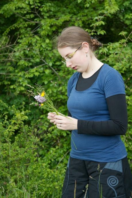 Barbara flower picking 01