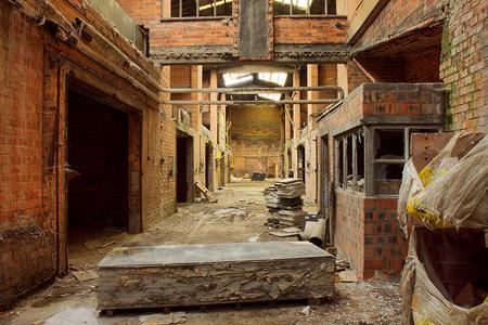 Steenfabriek N. 9 - Op 11-5-2010 hebben Jos,Peter en ik een bezoek aan deze oude steenfabriek  Het is een hdr foto.  Kijk ook eens op mijn website: [url]http://lost- - foto door Jascha_400D op 26-02-2011 - deze foto bevat: oud, time, in, vergeten, urban, lost, belgie, n, verlaten, vervallen, hdr, urbex, steenfabriek, tonemapping, decay, hoste, jascha, ue