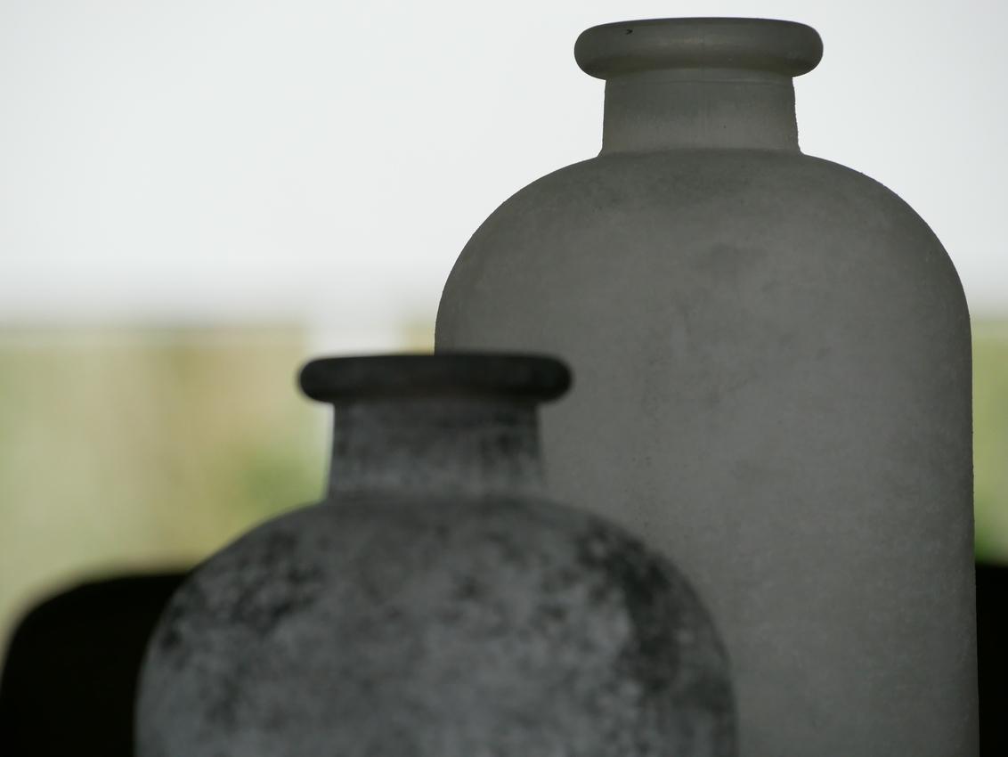 Bottles - - - foto door ArtEKPhotography op 04-12-2019 - deze foto bevat: abstract, stilleven, fles, interieur, grijs