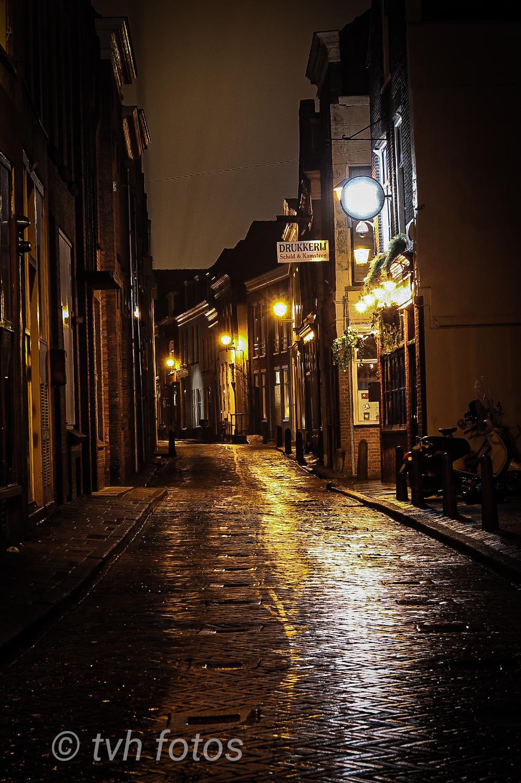 Empty streets - Lege 'corona' straten op koopavond in gorinchem - foto door timbo16 op 26-02-2021 - deze foto bevat: straat, avond, nacht, straatfotografie